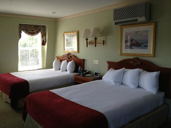 Bar Harbor Grand Hotel : Master Bedroom 1