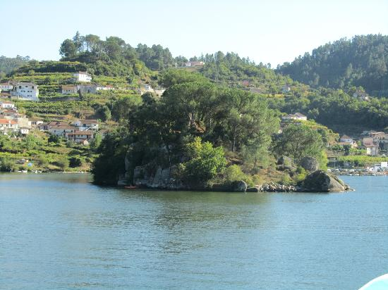 The Douro River: un isolotto che spunta davanti a noi