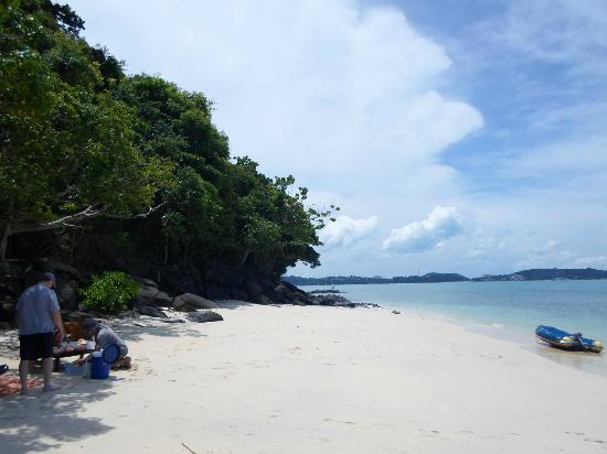 SweetDreamers Charters - Private Day Trips: Lunch on the beach