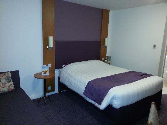 Premier Inn Edinburgh Park (The Gyle) Hotel: bed