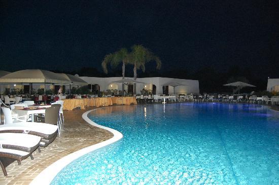 Presicce, Italië: piscina e ristorante