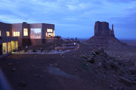 The View Hotel John Wayne Nella Monument Valley Proiettato