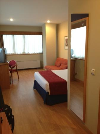 Holiday Inn Express Madrid Tres Cantos: my huge room
