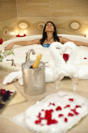 Central Park Hotel: Athenea Spa & Esthetic - Jacuzzi
