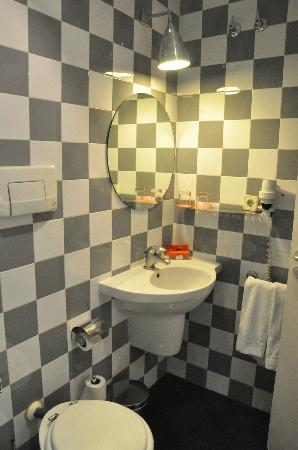 Room Mate Mario: Vista baño habitación 213