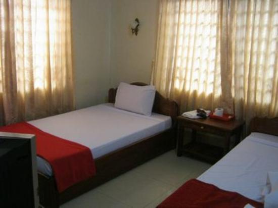 Tropical Breeze Guest House: The room was clean but a little bright.