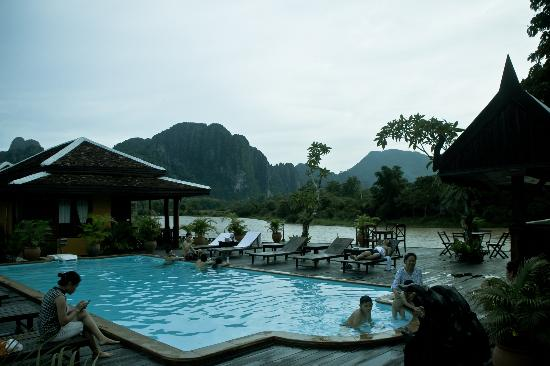 Vang vieng riverside picture of villa vang vieng for Domon river guesthouse vang vieng