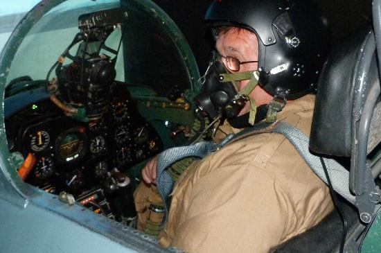 Top Gun Flight Simulator Centre : suited & booted