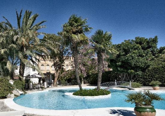 Hotel Restaurant Casa Ceremines: Piscina