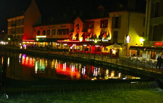 Chateau d'Annecy: Annecy is beautiful at night. So quiet, so calm.