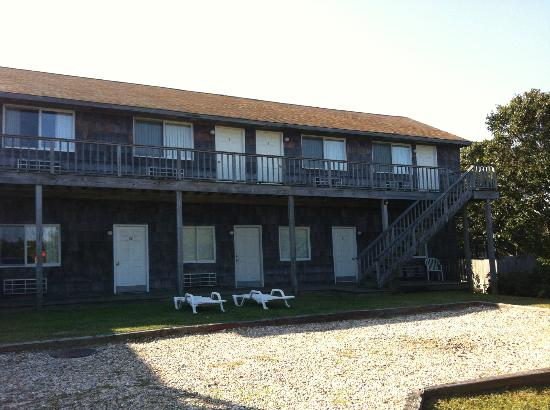 Sail Inn of Montauk: view of the rooms from outside...