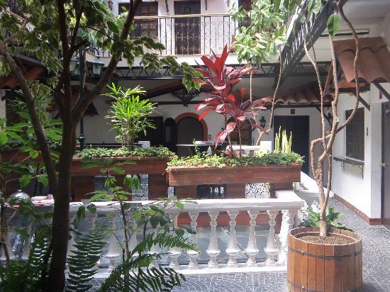 Hotel Calacoto: Hotel courtyard