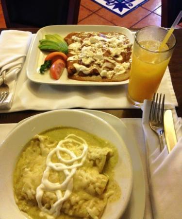 Lorca Restaurante Espanol: enfrijoladas y enchiladas suizas!!
