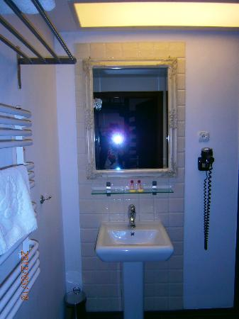 Pergamin Apartments: bathroom