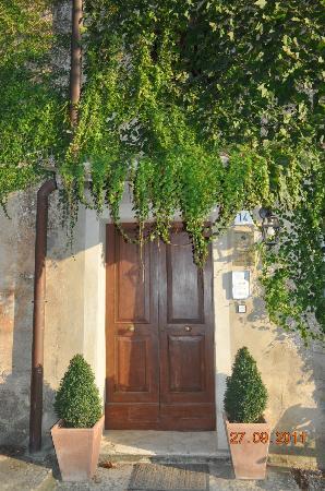 Agriturismo Castel di Pugna: ingreso a las habitaciones del hotel