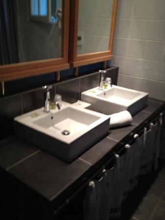 Hotel Des Pins: fraai sanitair