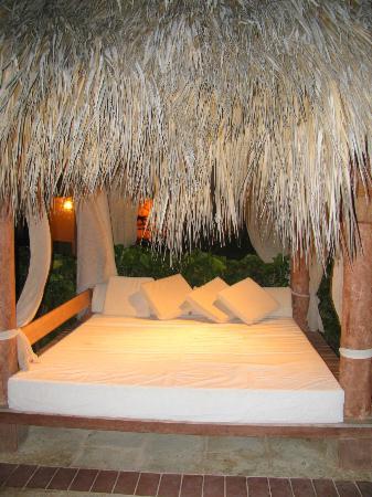 Paradisus Varadero Resort & Spa: Bali bed at Royal Service pool that we never got to use.