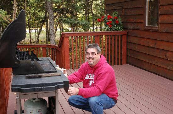 Healy Heights Family Cabins: Deck with gas grill