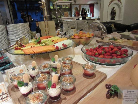 Sport Vital Hotel Central : God mat, här efterrättssbuffé...
