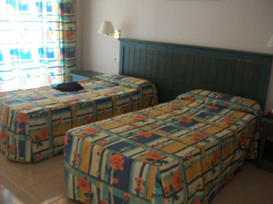 Aparthotel Oasis Tropical : chambre trse confortable