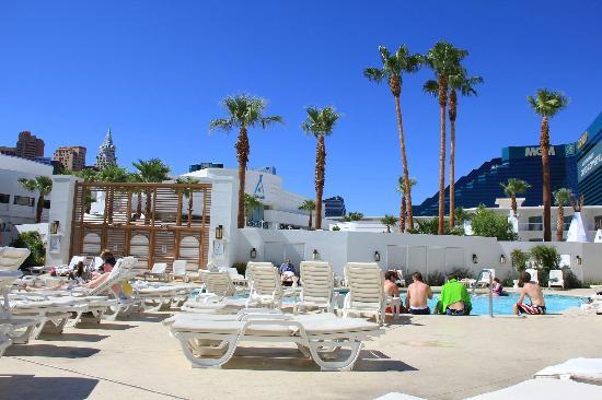 Tropicana Las Vegas - A DoubleTree by Hilton Hotel : vue de la piscine