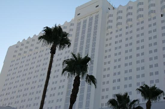 Tropicana Las Vegas - A DoubleTree by Hilton Hotel : façade