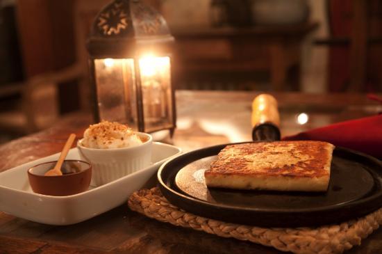 Zuza Buzios Restaurante: Grilled coalho cheese. By Roberto Salgado.