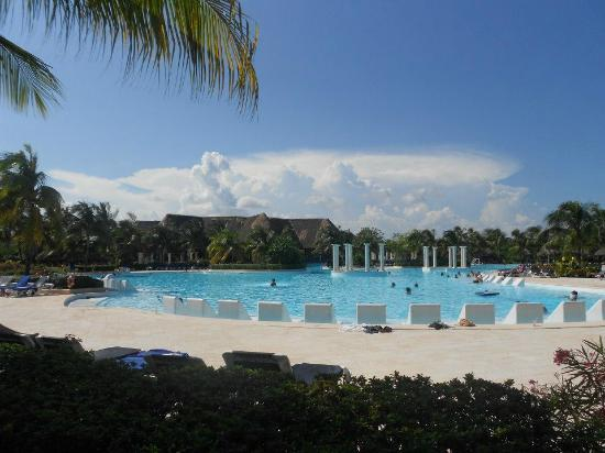 Grand Palladium Riviera Resort & Spa: Pool area