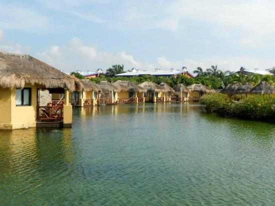 Grand Palladium Riviera Resort & Spa: Mayan suites surrounding the lagoon