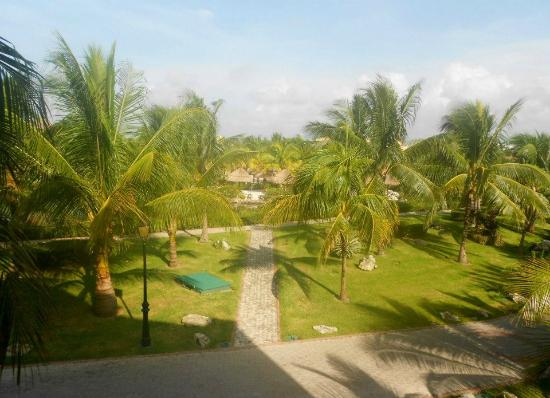 Grand Palladium Riviera Resort & Spa : Looking out from the front of our villa