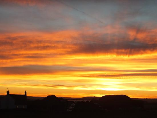Premier Inn Chesterfield West Hotel: Stunning sunset view from the hotel