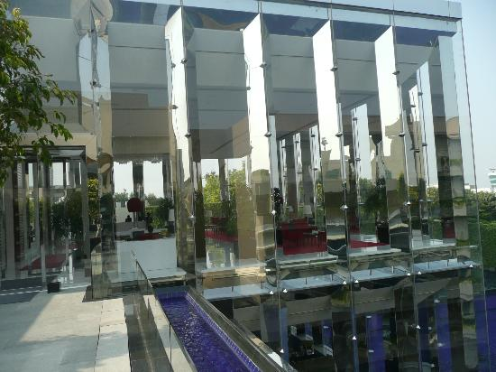 The Oberoi, Gurgaon: Lobby view
