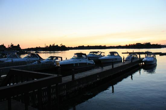Hills Motor Court: Sunset on the 1000 islands