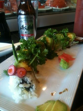 Little Japan Restaurant: dragon roll