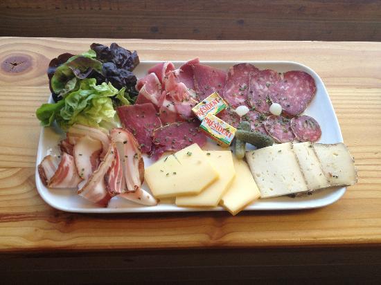 Sucré Salé : assiette mixte (charcuterie et fromage artisanals)
