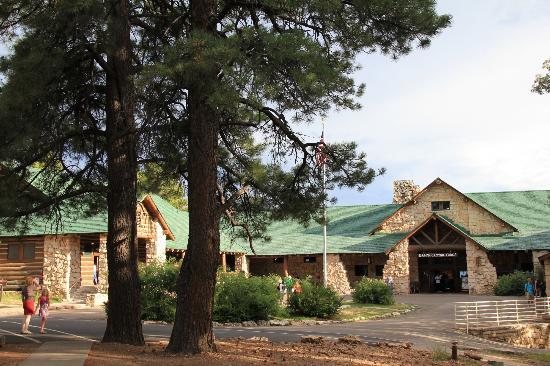 Grand Canyon Lodge - North Rim : cour d'entrée