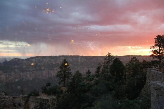Grand Canyon Lodge - North Rim : vue depuis le salon