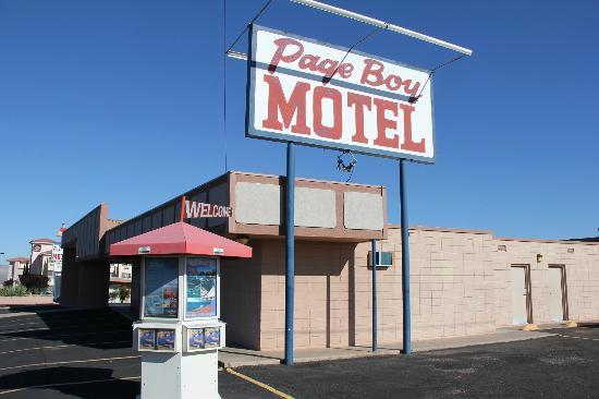 Page Boy Motel: Enseigne