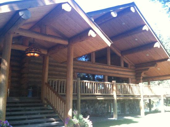Western Pleasure Guest Ranch: Main lodge building - wonderful log construction