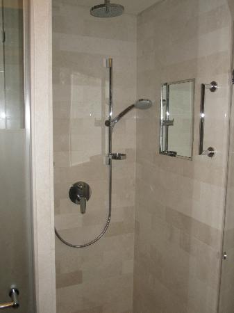 Dan Carmel Haifa : Shower