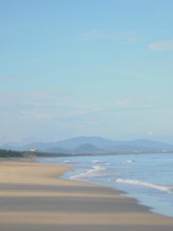 كونراد سانيا هيتانج باي: Beach 