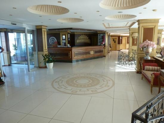 Grand Newport Hotel: reception area
