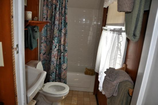 Sea Beach Inn: bathroom unit 3