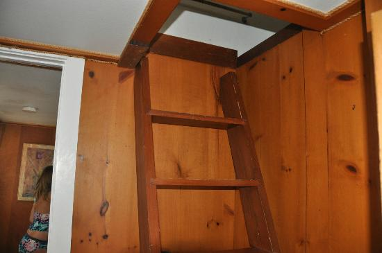 Sea Beach Inn: ladder access to the attic room