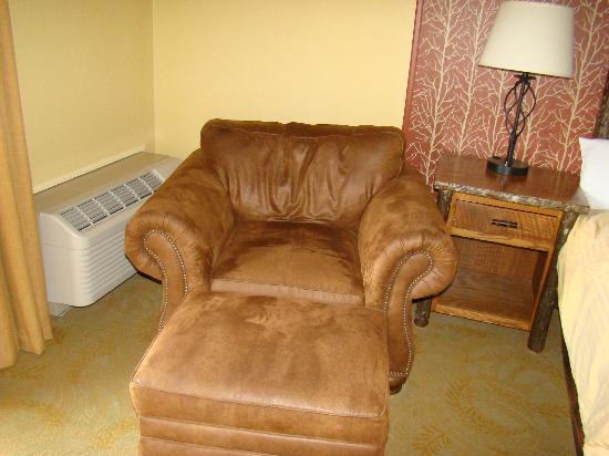 Old Creek Lodge: big comfy chair