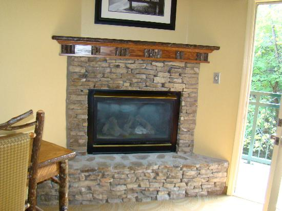 Old Creek Lodge: fireplace