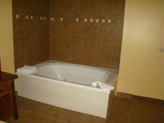 Old Creek Lodge: whirlpool tub