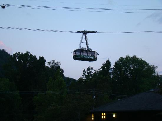 Old Creek Lodge: view of tram from balcony Room 210