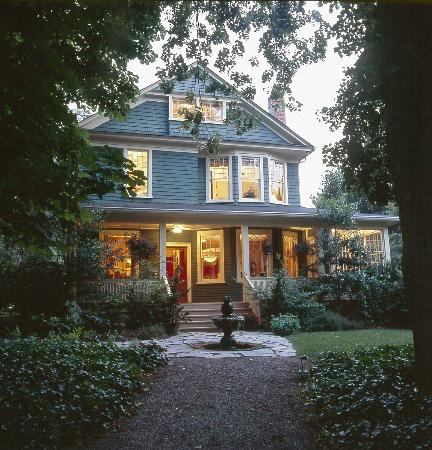 At Cumberland Falls Bed and Breakfast Inn: Built in 1902-Victorian in Architectural Style