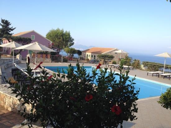 Ranzo Ionio: beautiful pool and views